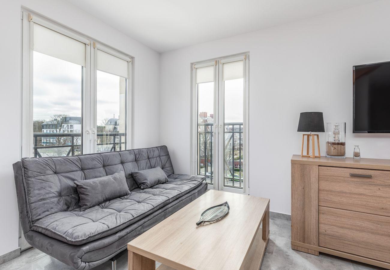Ferienwohnung, Apartment, Miete, Zimmer, Sofa, Couchtisch, Treppe, Kochnische