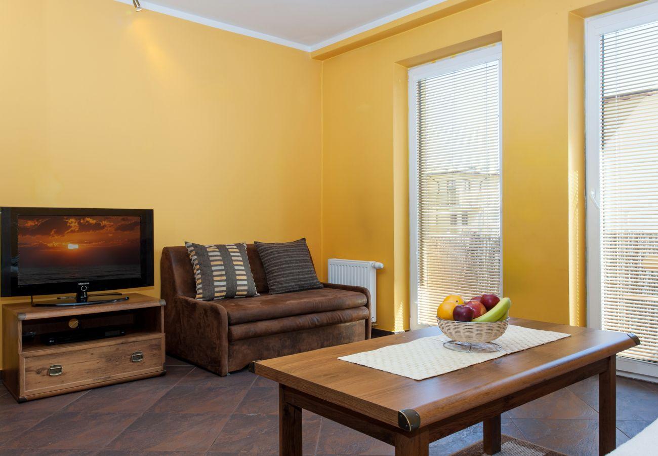 Zimmer, Sofa, Tisch, TV, Miete