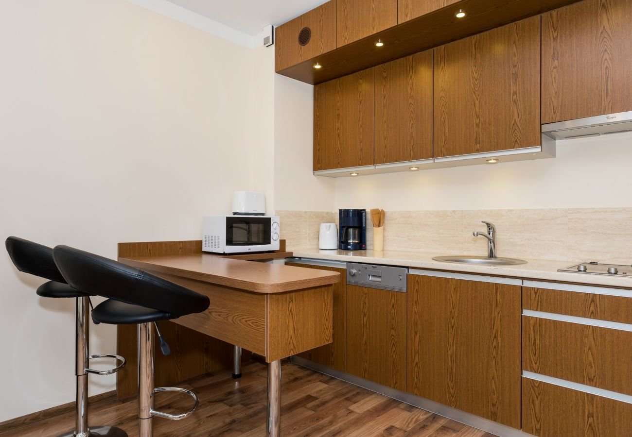 Küchenzeile, Küche, Mikrowelle, Wasserkocher, Couchtisch, Essbereich, Miete