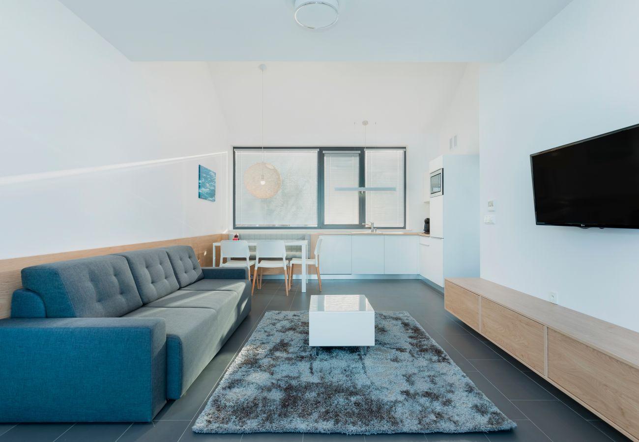 wohnzimmer, sofa, couchtisch, aussenansicht, tv, essbereich, küchenzeile, miete