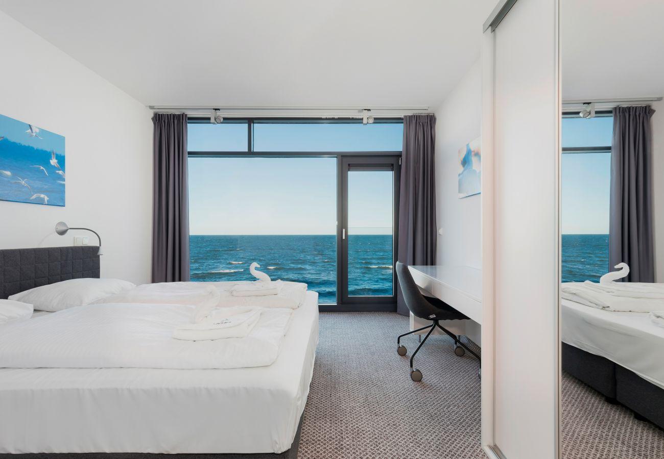 Schlafzimmer, Doppelbett, Schreibtisch, Kleiderschrank, Spiegel, Außenansicht, Stuhl, Miete