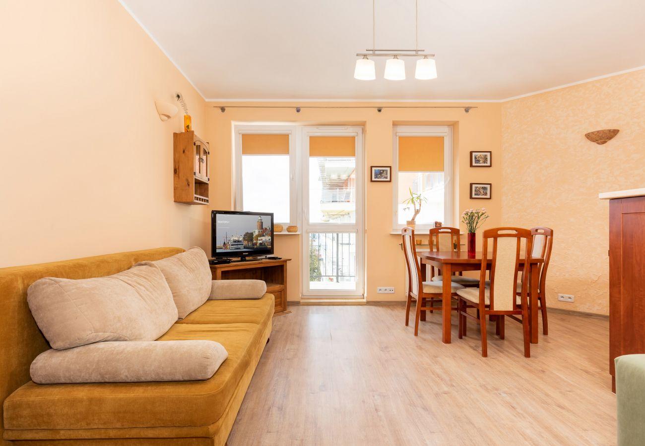 Wohnzimmer, Sofa, Fernseher, Essbereich, Esstisch, Stühle, Miete