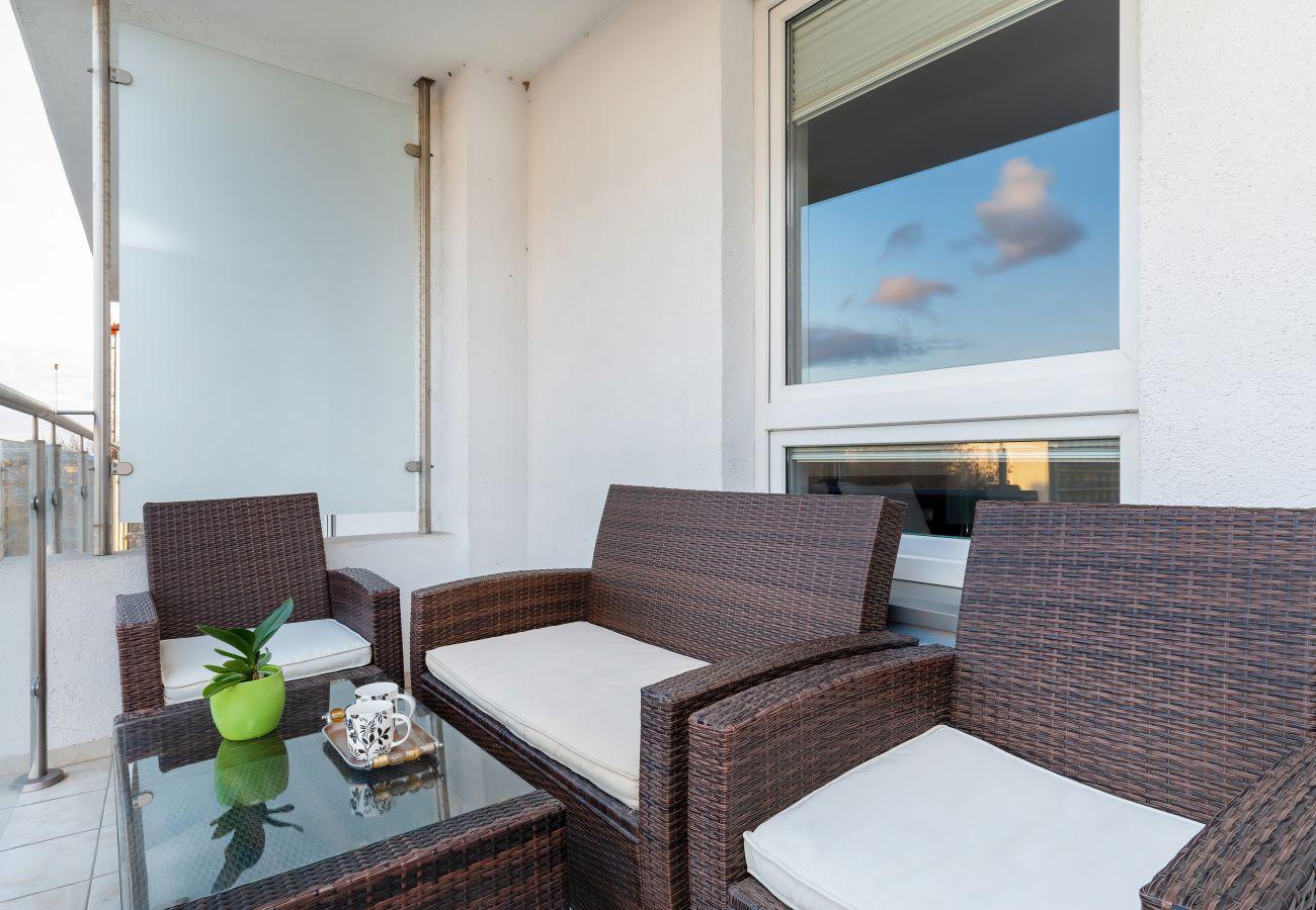 balkon, blick, blick vom balkon, blick von der wohnung, stühle, tisch, wohnung, außen, miete