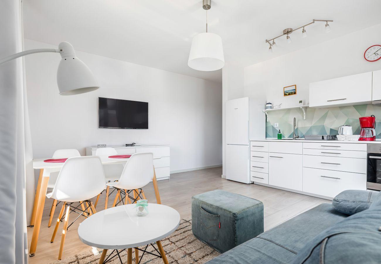 Wohnzimmer, Sofa, Couchtisch, Fernseher, Tisch, Stühle, Esszimmer, Wohnung, Interieur, Vermietung, Wohnung