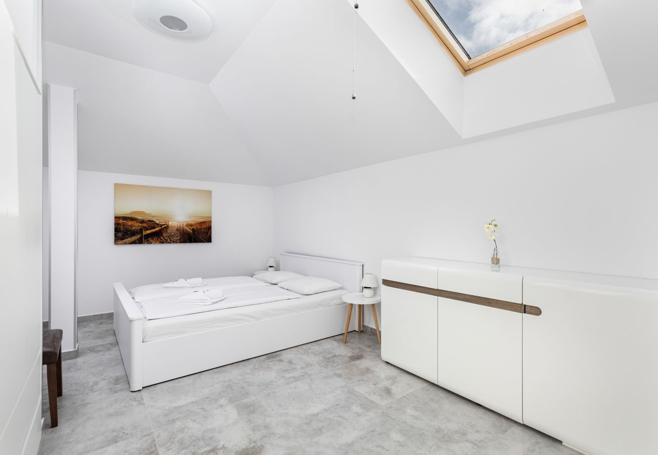 apartment, accomodation, rent, room, bed, bedside table, night lamp, window, balcony, picture