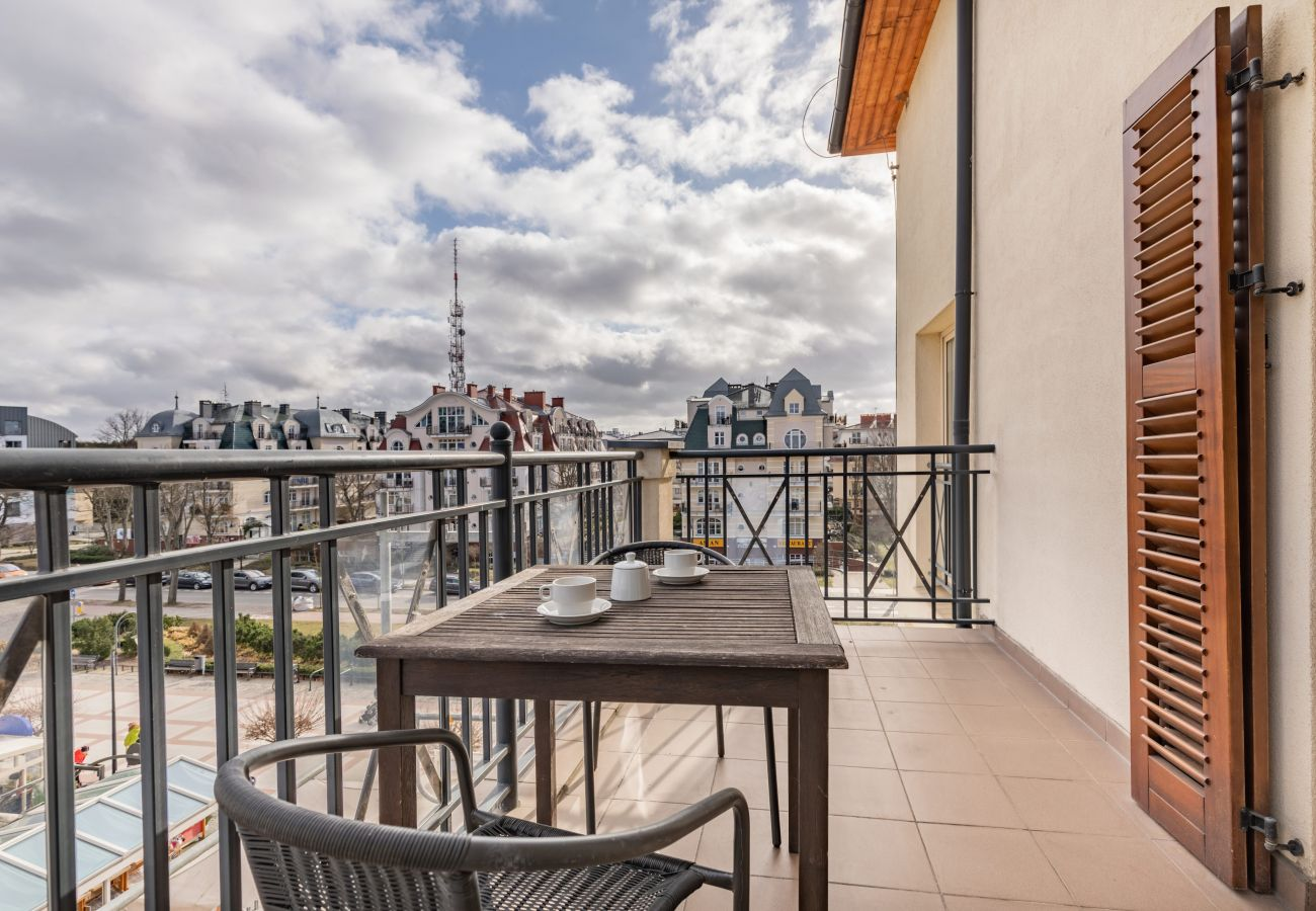 apartment, rent, accomodation, balcony, view, garden furniture, coffee, promenade, Baltic Park, Świnoujście