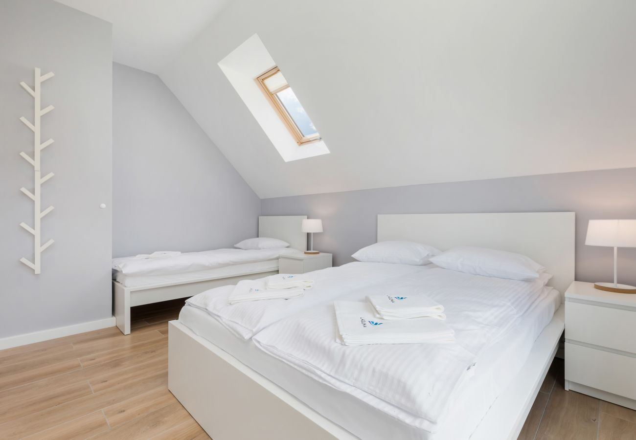 bedroom, double bed, single bed, wardrobe, bedding, pillows, rent