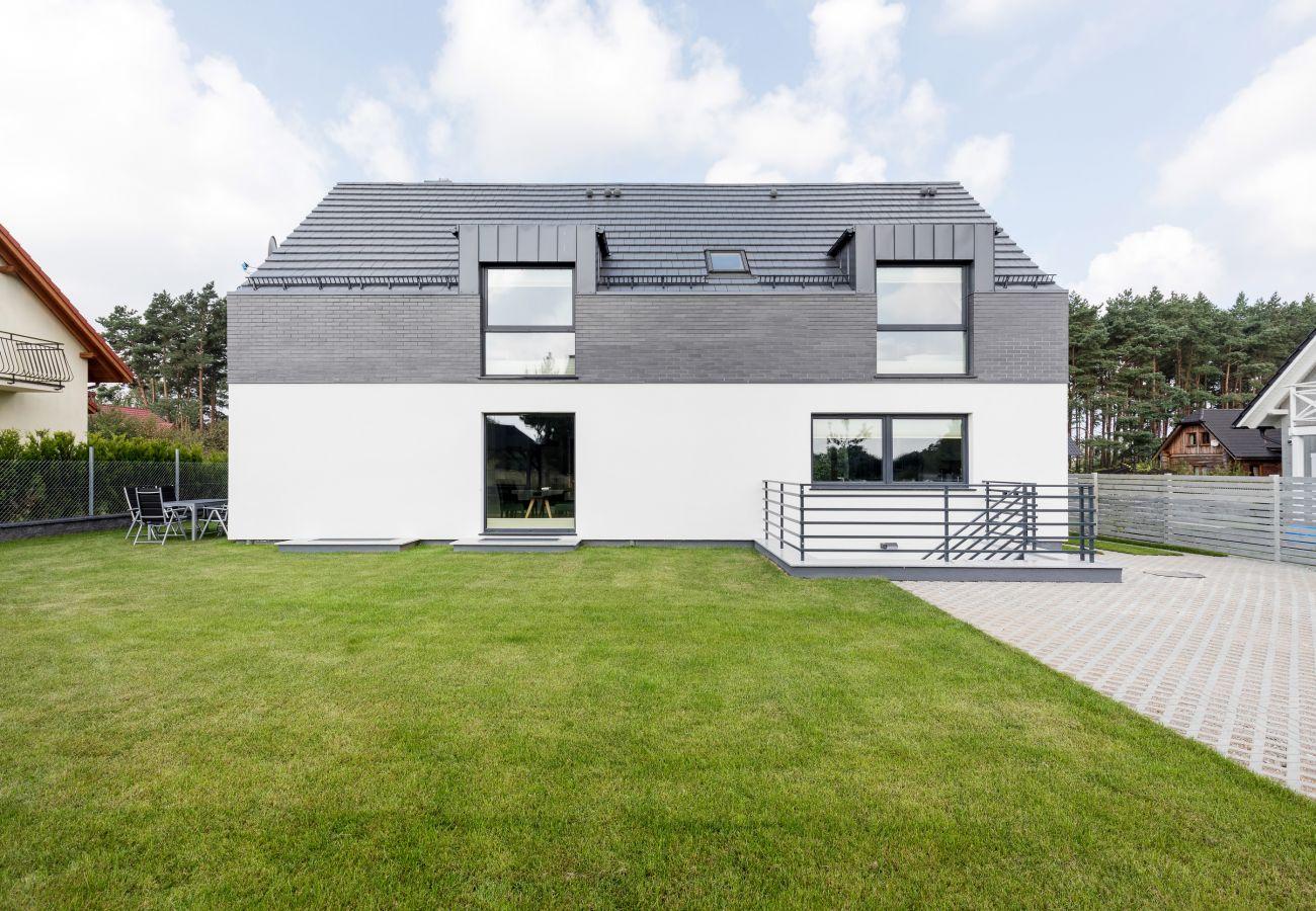 exterior, garden, playground, rent