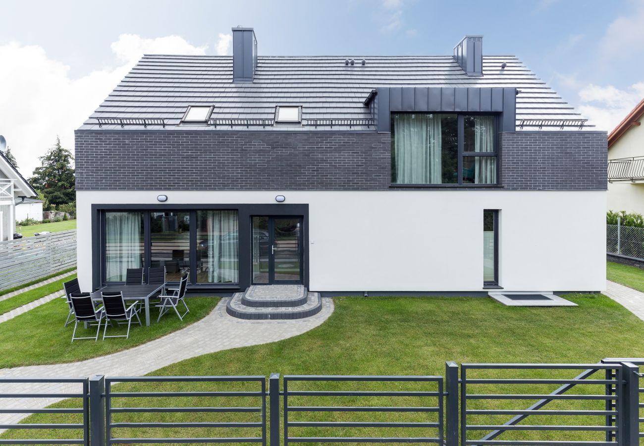 exterior, garden, rent