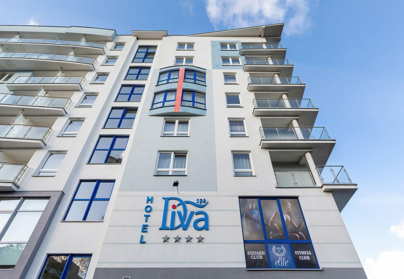 exterior, apartment, apartment building, apartment exterior, apartment building exterior, street, rent