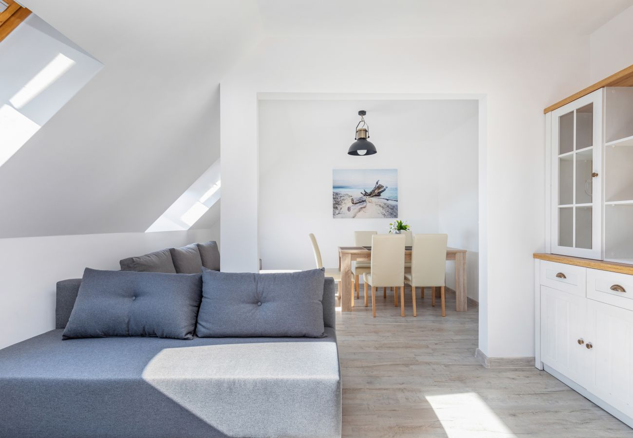 apartment, rental, living room, sofa, table, chairs