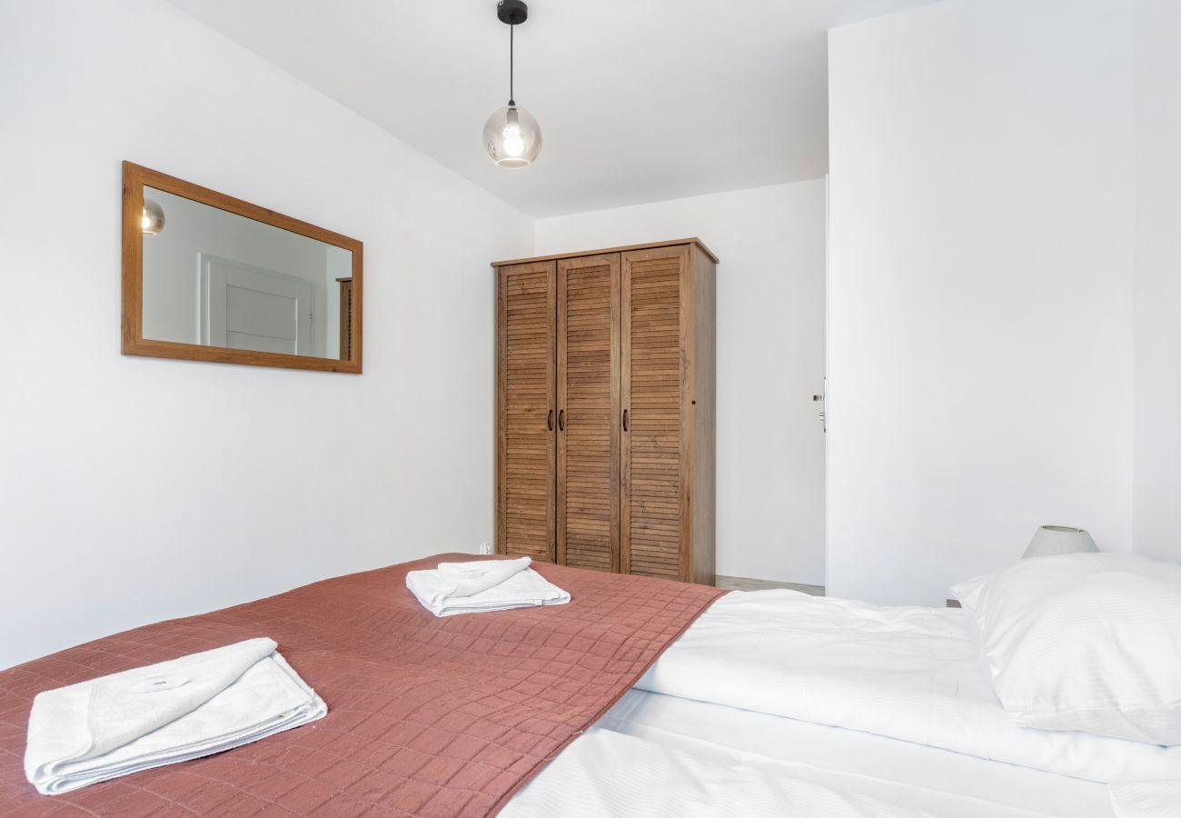 apartment, rent, bedroom, double bed, bedding, wardrobe