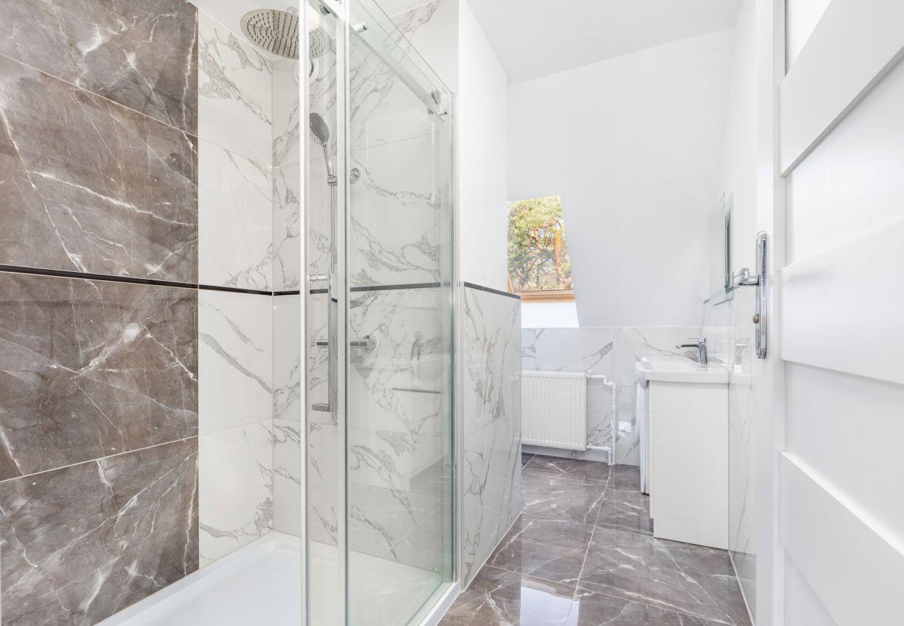 apartment, rental, bathroom, shower, toilet, washing machine