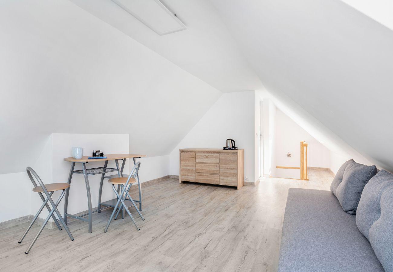 apartment, rent, bedroom, single bed, bedding, wardrobe