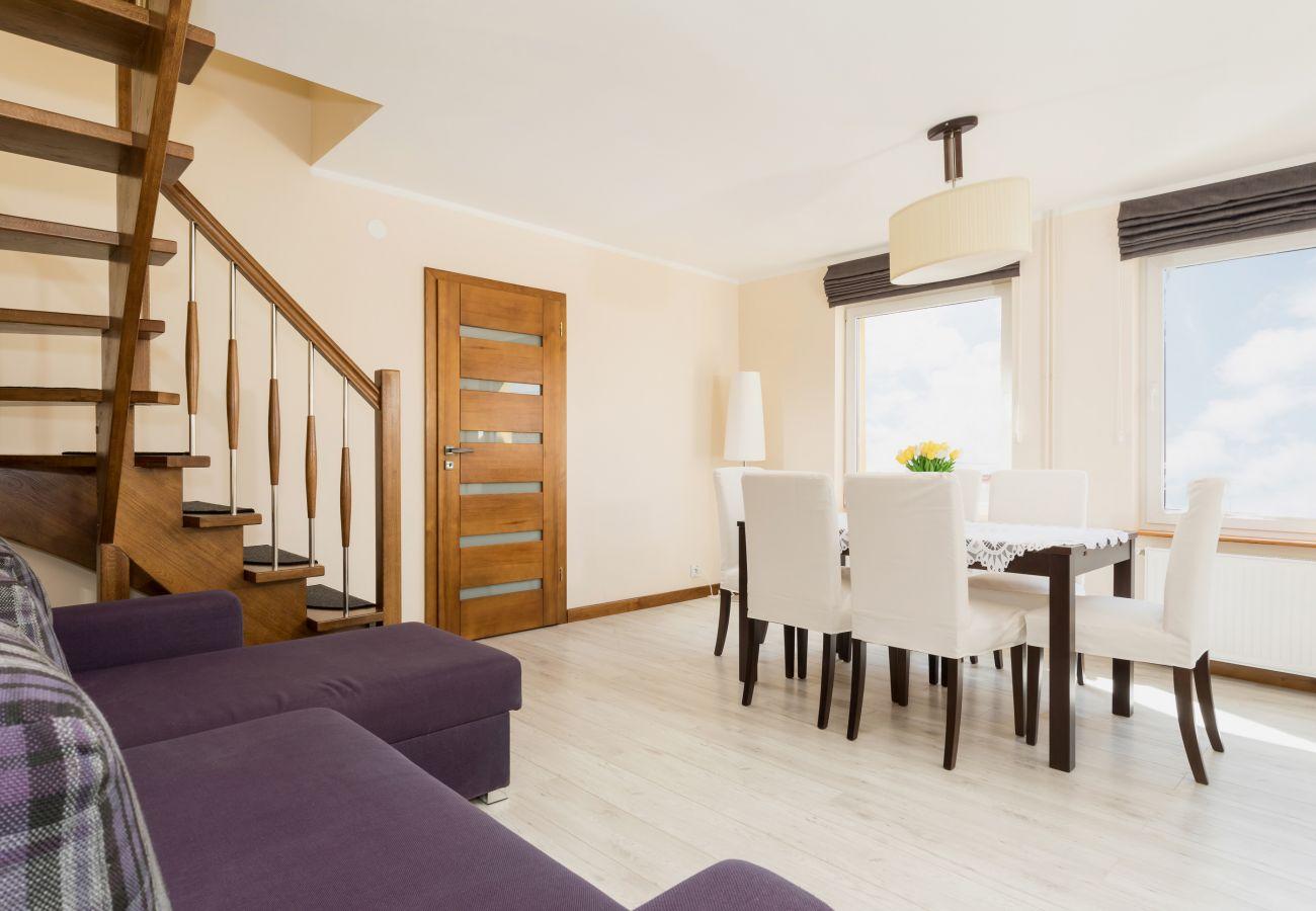 pokój, stół, krzesła, sofa, okno, drzwi, widok, lampa, schody
