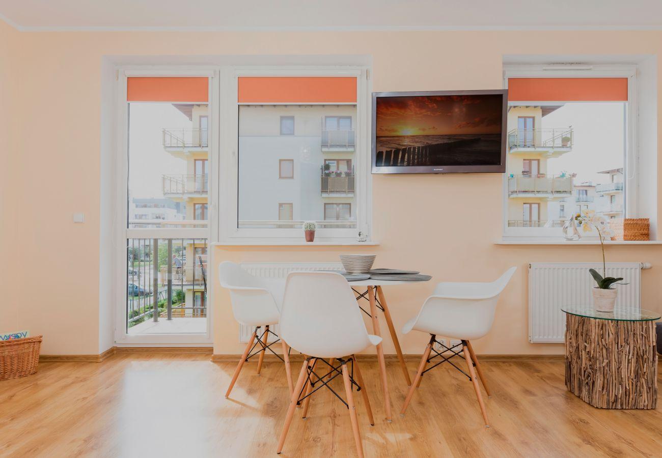pokój, stół, krzesła, okno, balkon, widok, wystrój