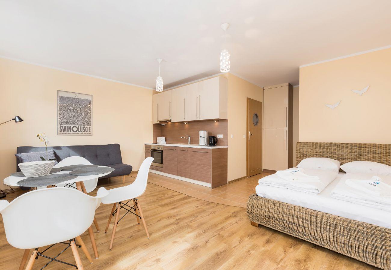pokój, łóżko, sofa, stół, krzesła