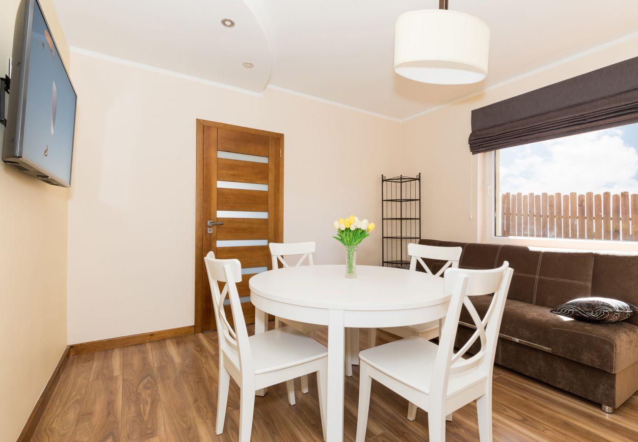 stół, krzesła, sofa, okno, drzwi, widok