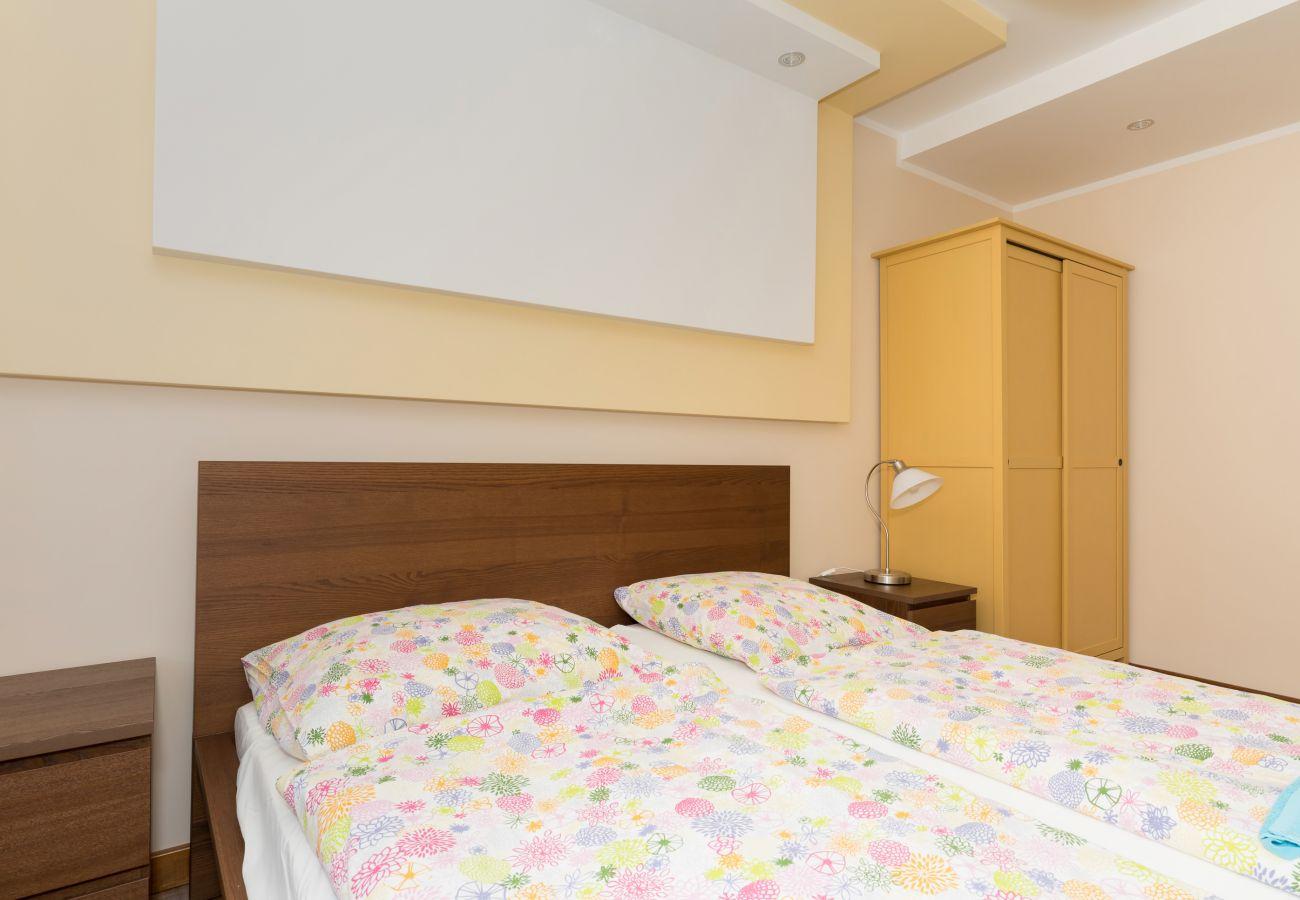 pokój, łóżko, szafa, pościel