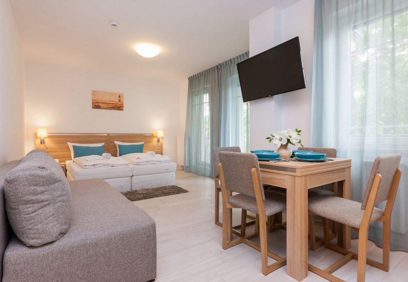 pokój, łóżko, sofa, stół, krzesło, okno, TV