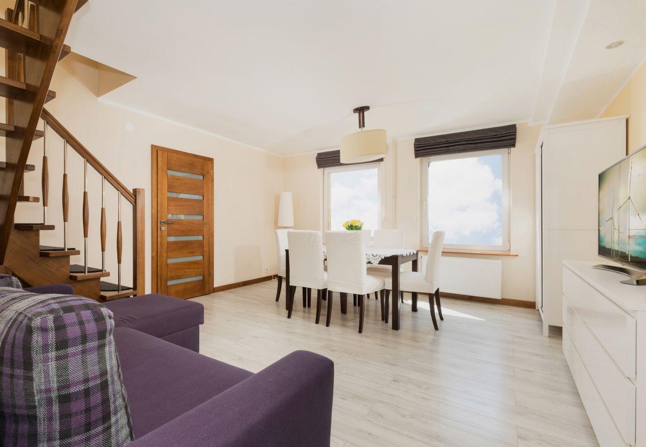pokój, stół, krzesła, sofa, okno, drzwi, widok, lampa, schody, najem, TV