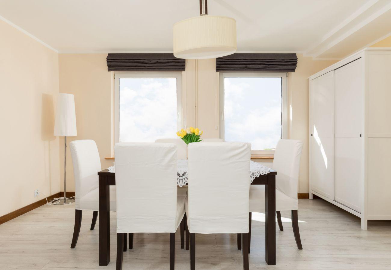 pokój, stół, krzesła