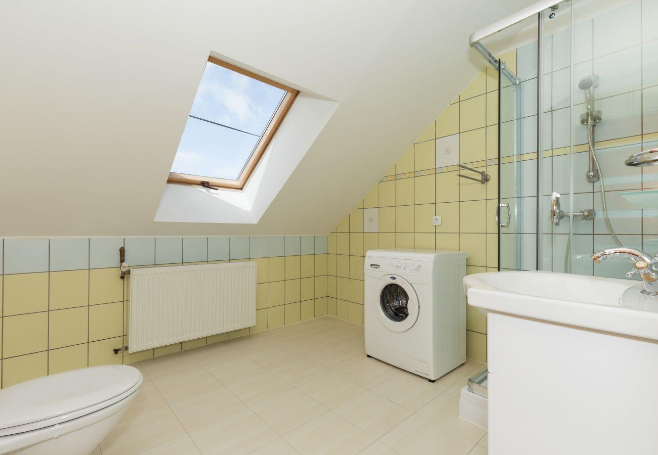 łazienka, grzejnik, pralka, okno, prysznic, umywalka, WC