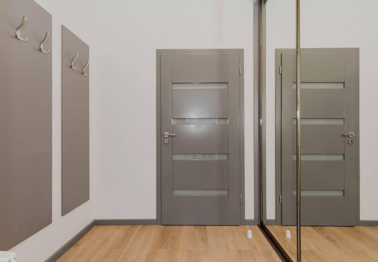 korytarz, wieszaki na ubranie, wejście, drzwi, wynajem