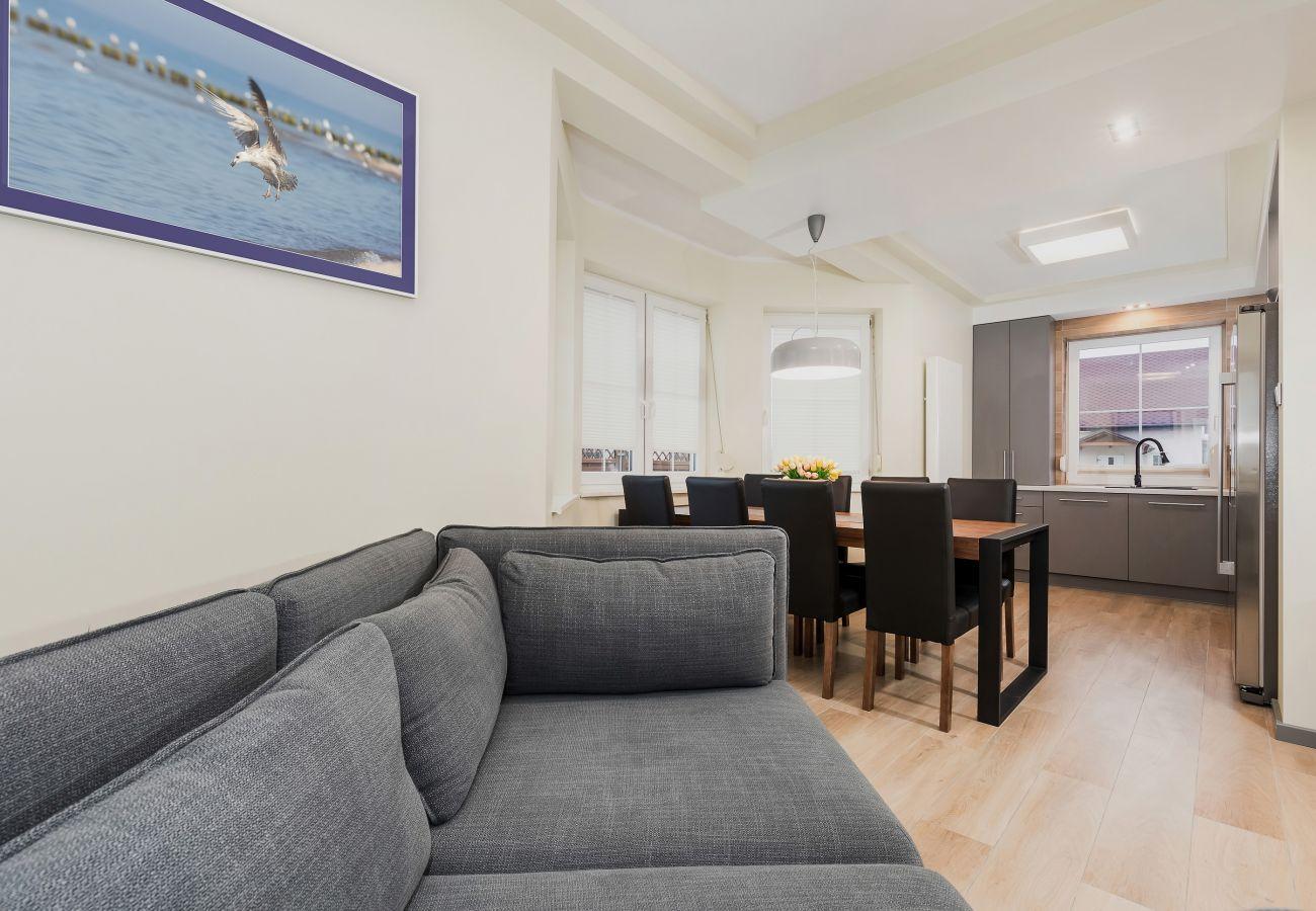 pokój, sofa, stół, krzesła, jadalnia, obraz, wynajem