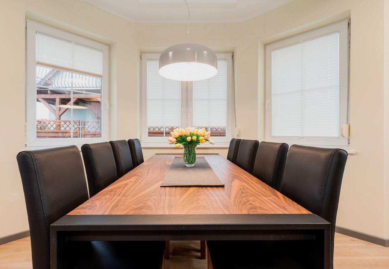 jadalnia, stół, krzesła, okno, wynajem