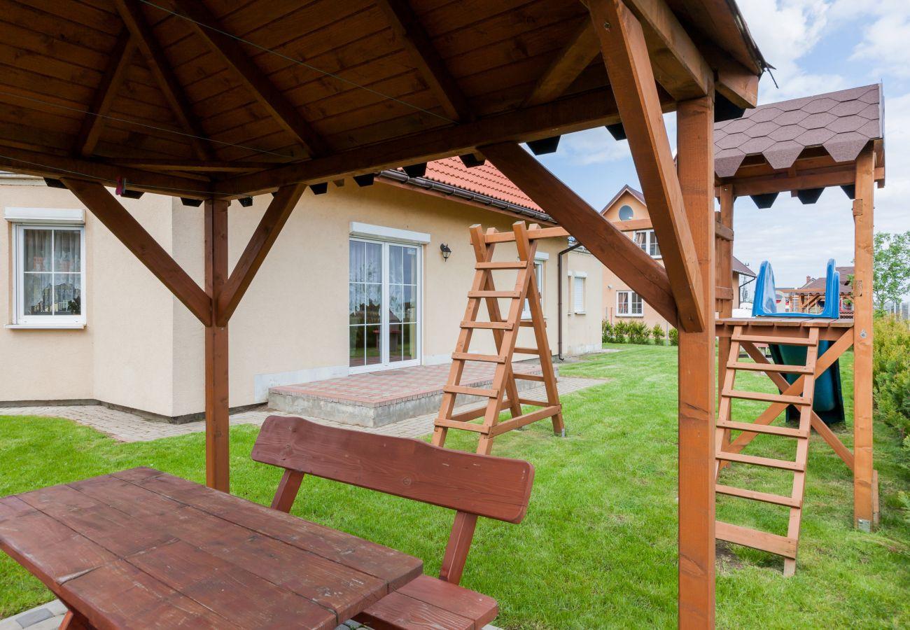 dom wakacyjny, Mewa, budynek, ogród, zewnątrz, grill, plac zabaw, wyspa Wolin, Zastań, wynajem