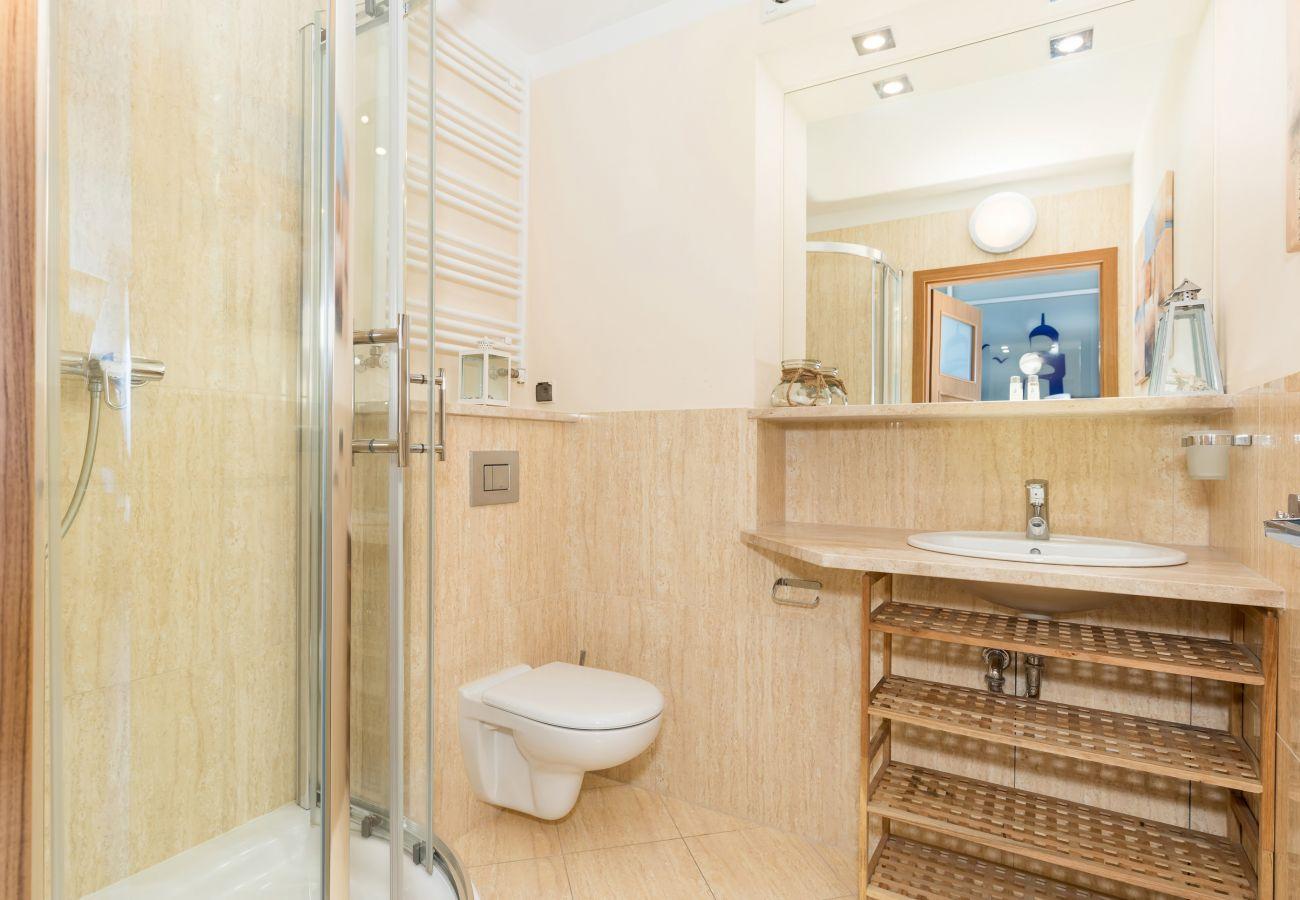 łazienka, prysznic, WC, lustro, umywalka, wynajem