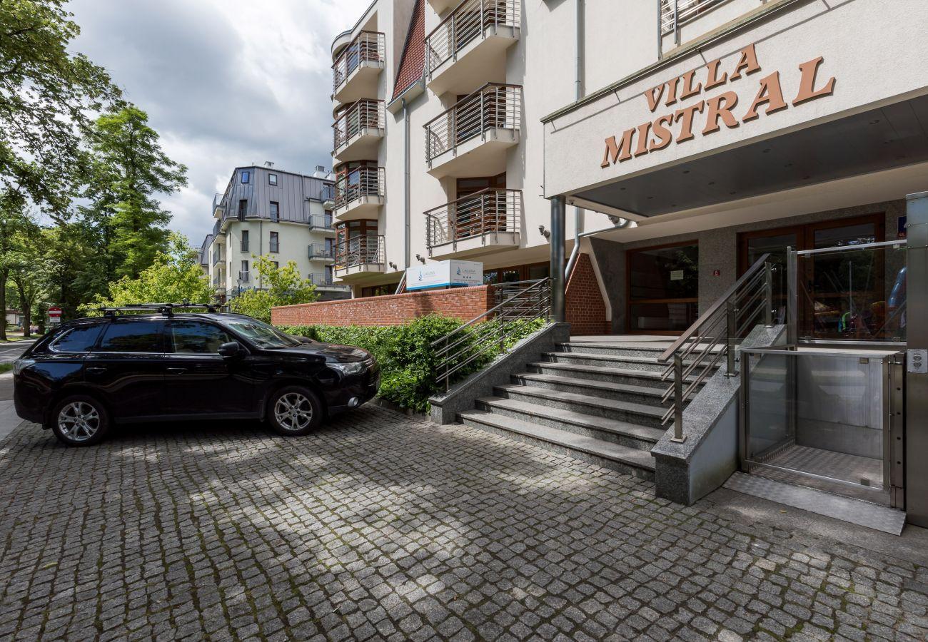 Villa Mistral, apartamenty, wynajem, Świnoujście, wakacje, wejście, budynek