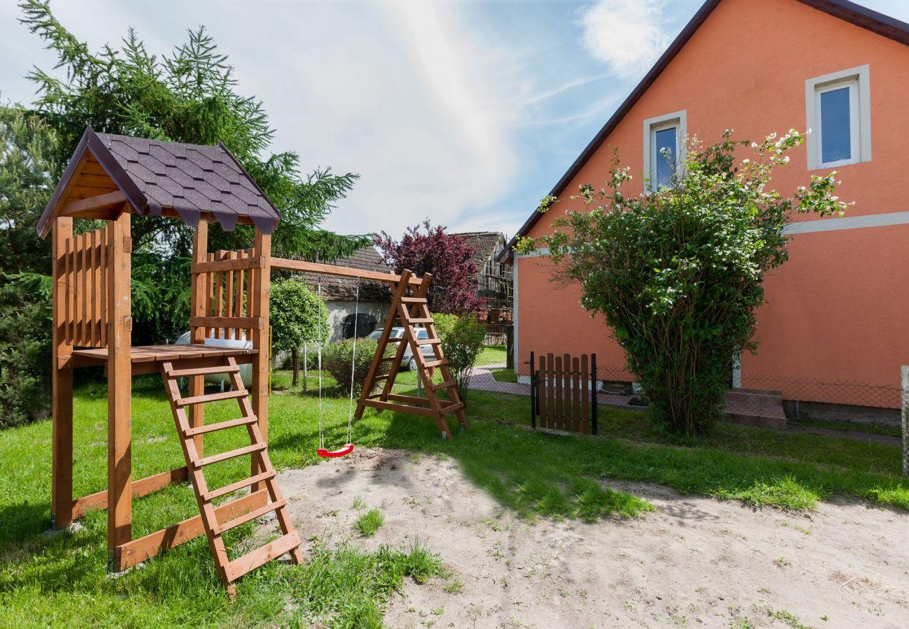 dom wakacyjny, Viking, wyspa Wolin, wynajem, zewnątrz, ogród, plac zabaw, wakacje