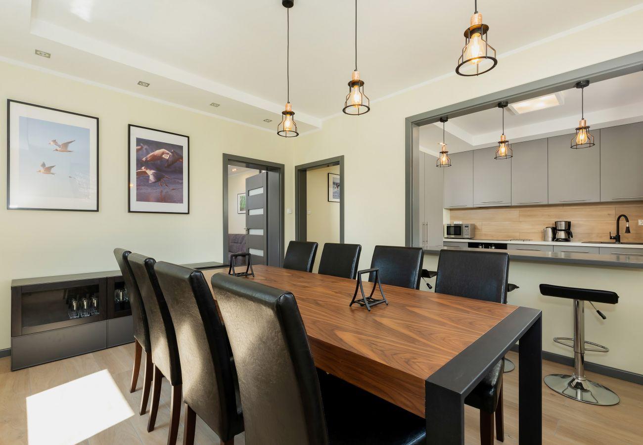 jadalnia, stół, krzesła, obraz, wynajem