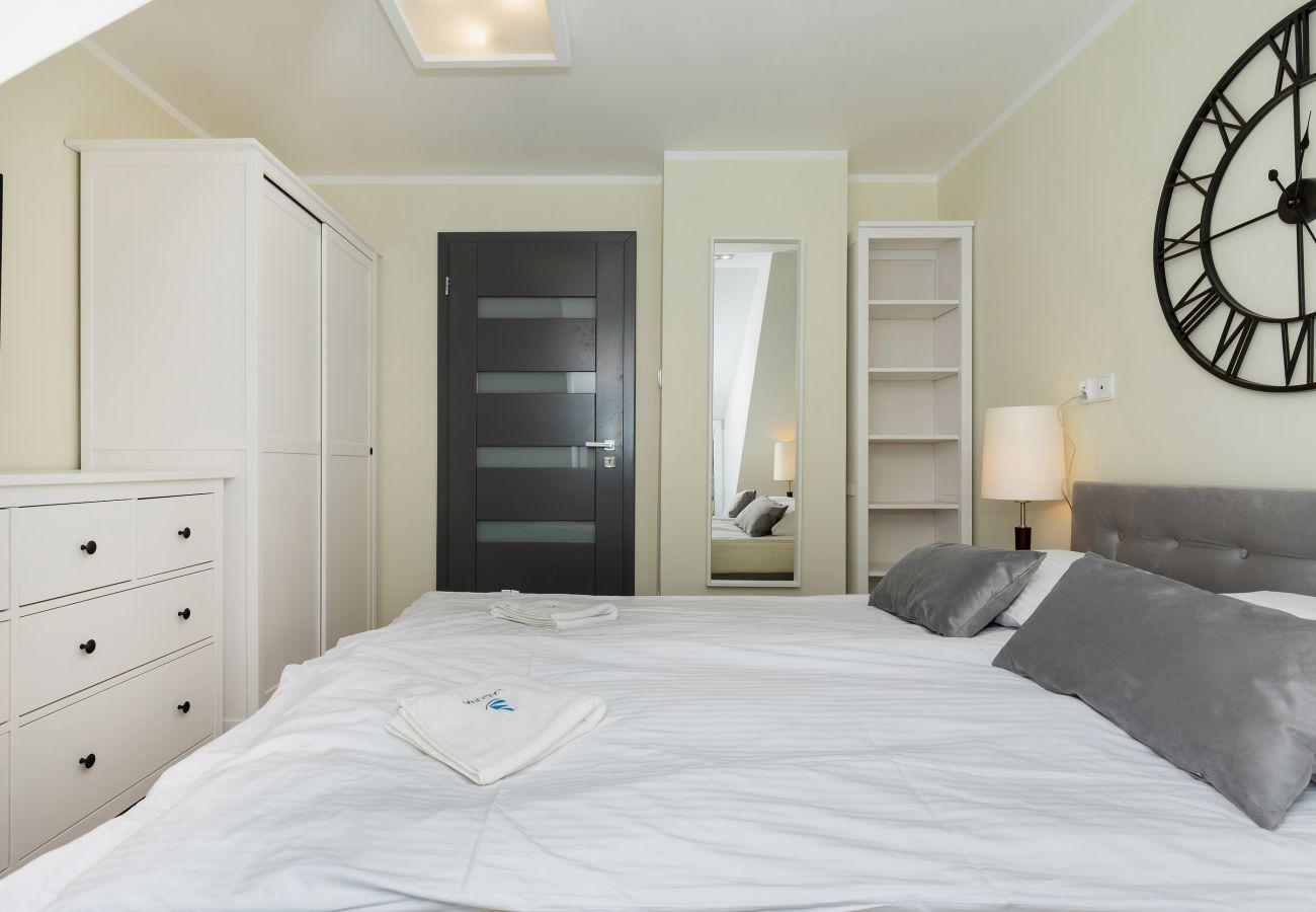 pokój, łóżko, pościel, szafa, wynajem