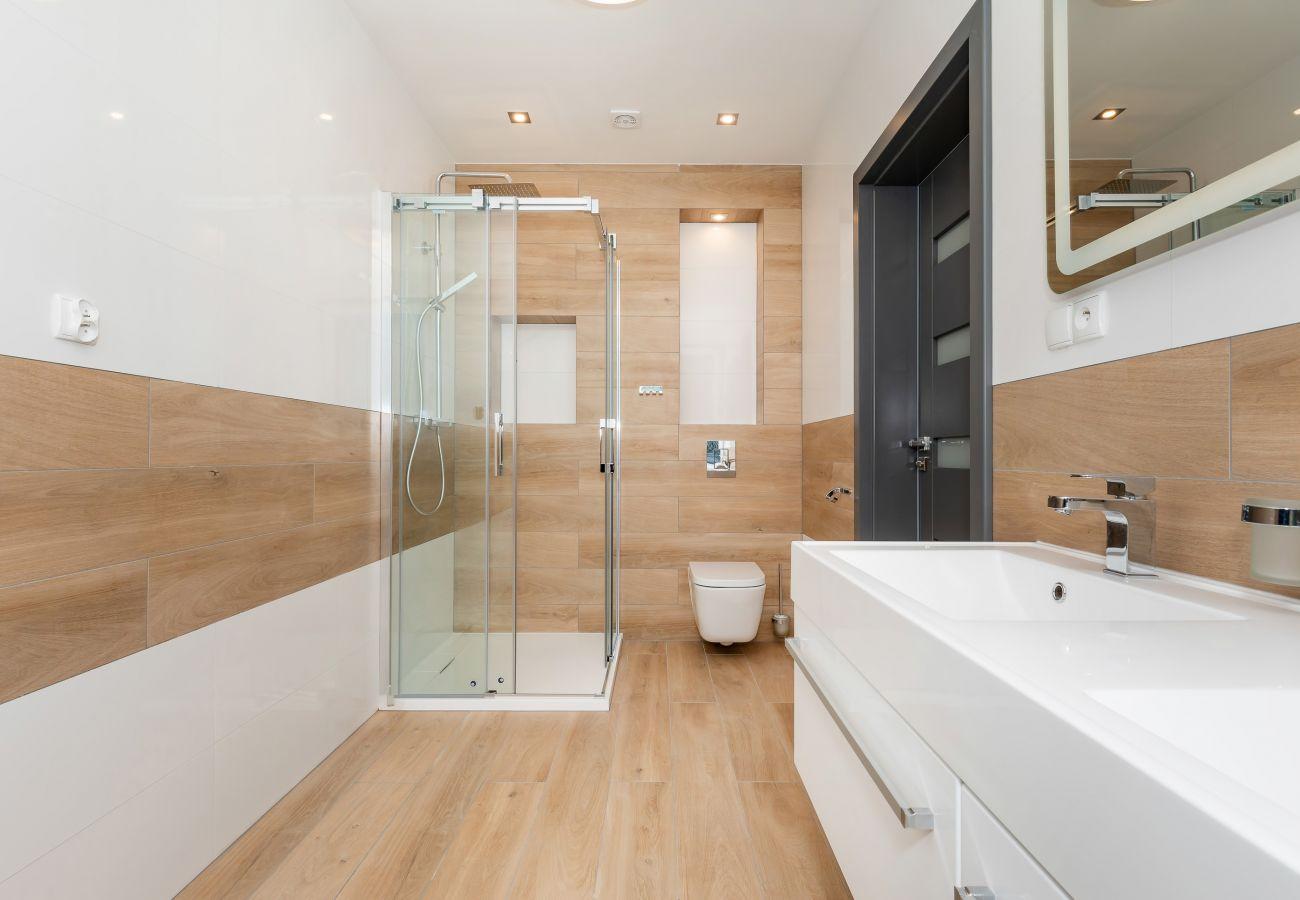 prysznic, umywalka, lustro, WC, wynajem