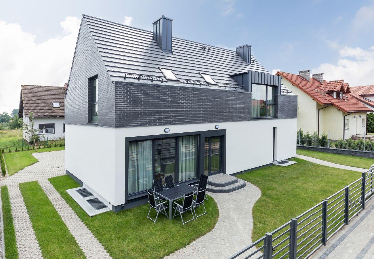 dom wakacyjny, budynek, ogród, widok, meble ogrodowe, wynajem, Kołczewo, wyspa Wolin