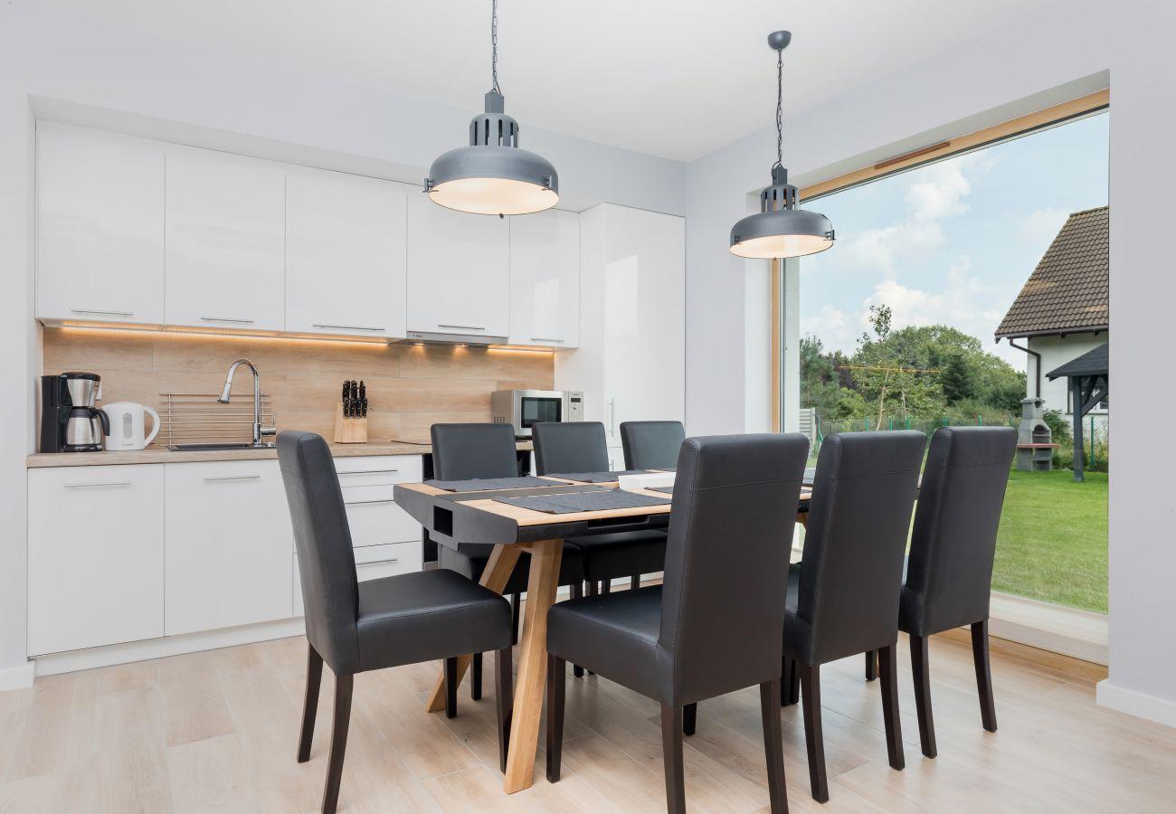 aneks kuchenny, stół, krzesła, okno, wynajem