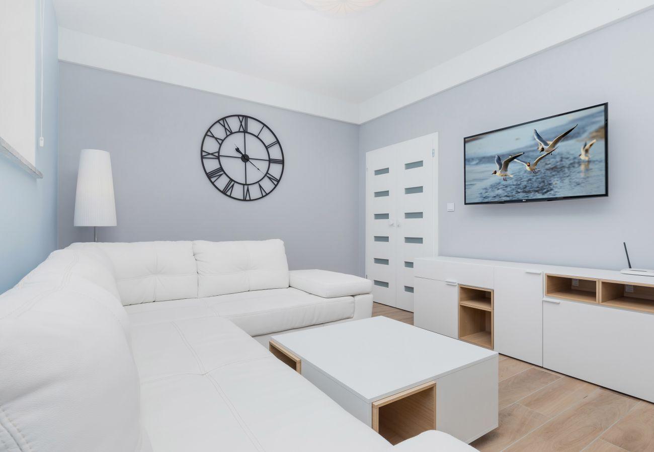 pokój, sofa, stolik kawowy, obraz, TV, wynajem