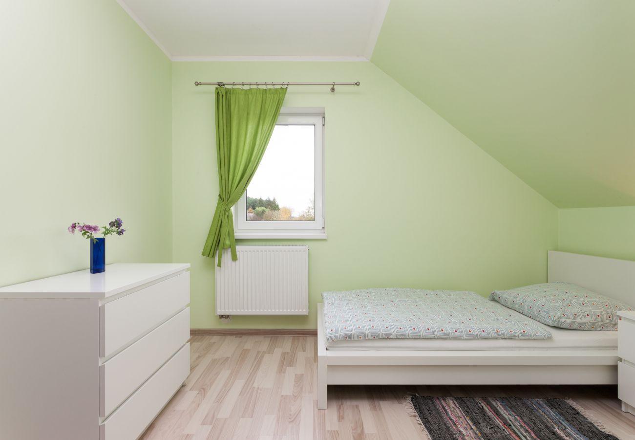 pokój, łóżko, pościel, komoda, wynajem