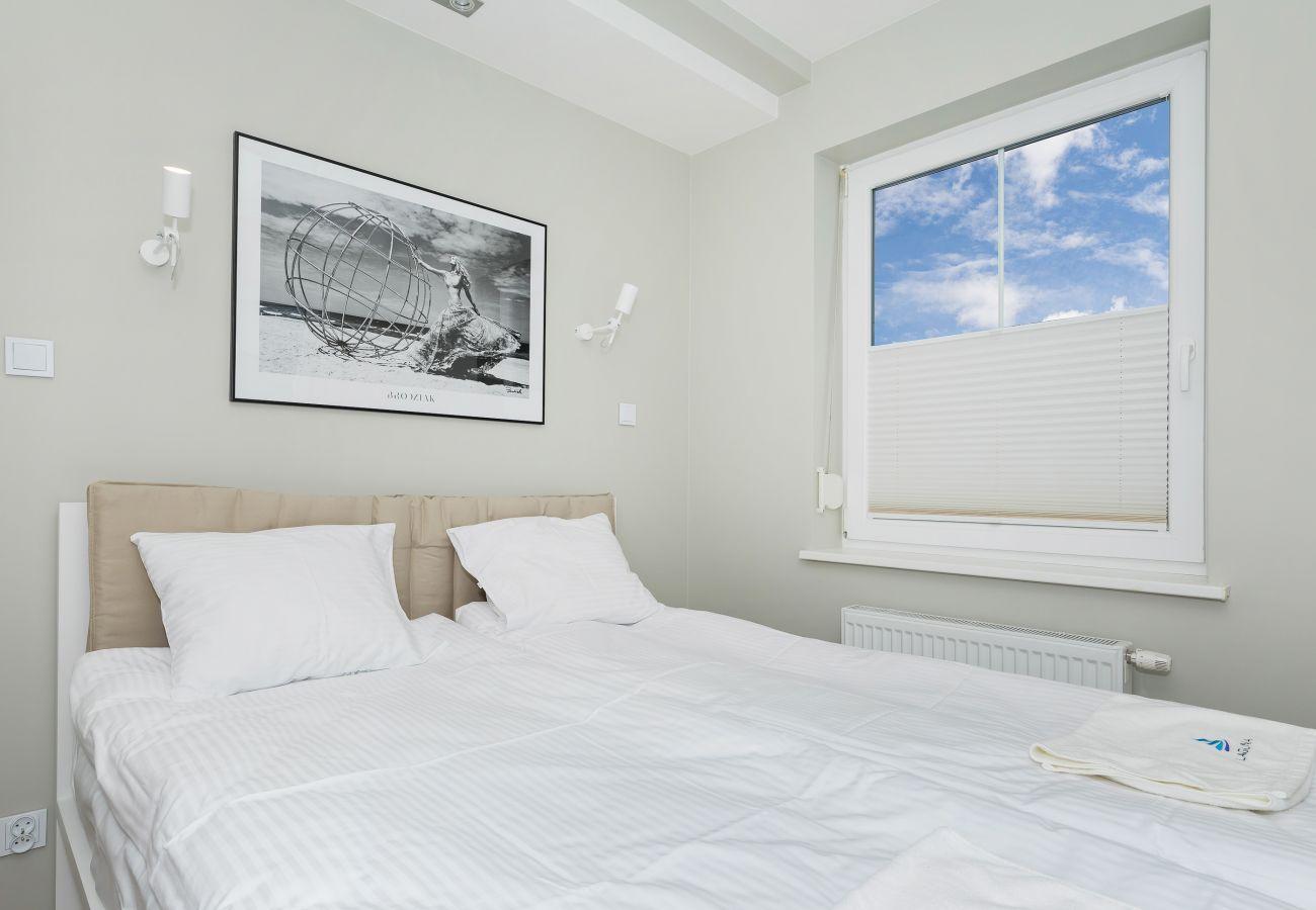 sypialnia, podwójne łóżko, obraz, okno, wynajem