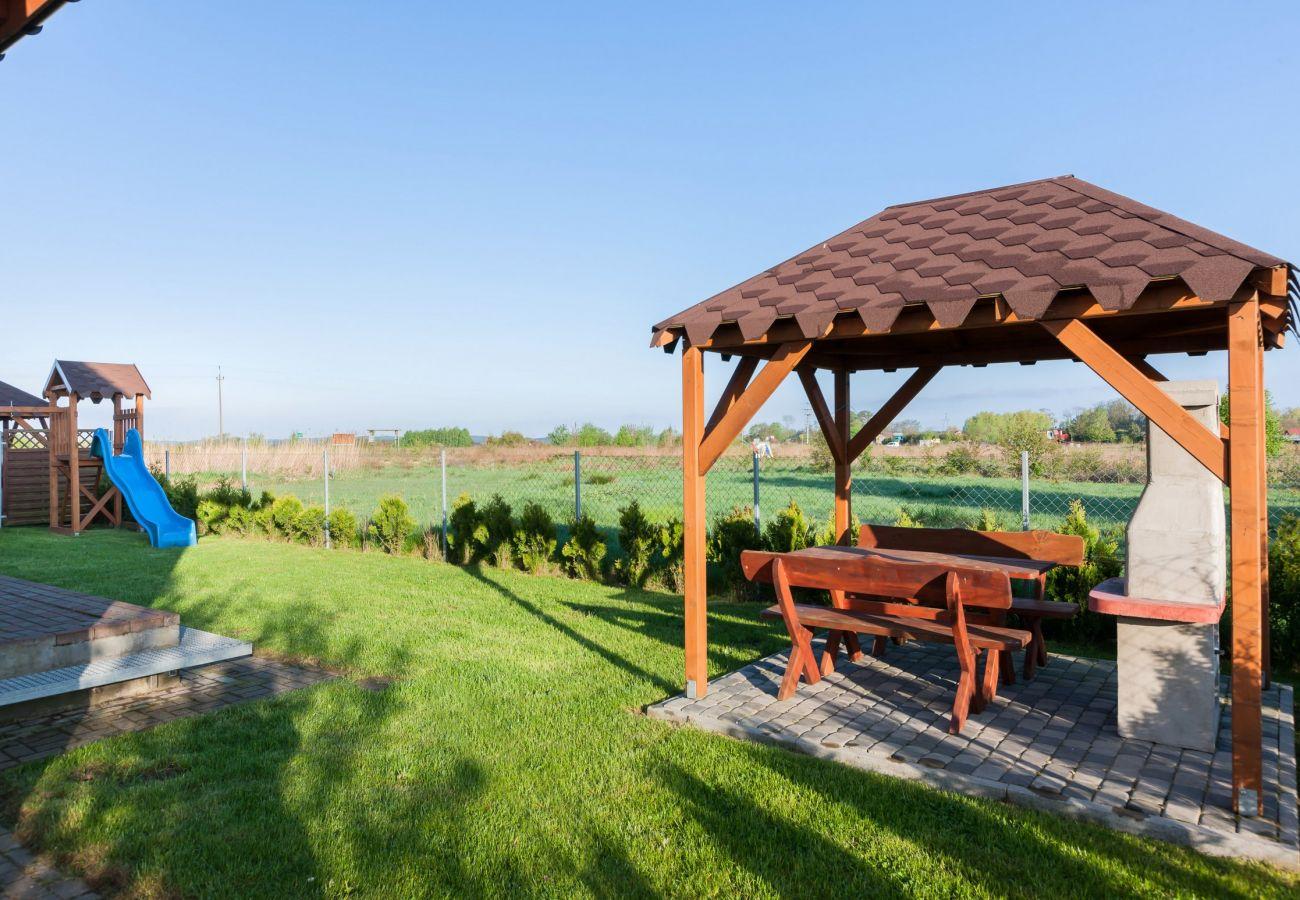 na zewnątrz, ogród, grill, stół, stół ogrodowy, plac zabaw, wynajem