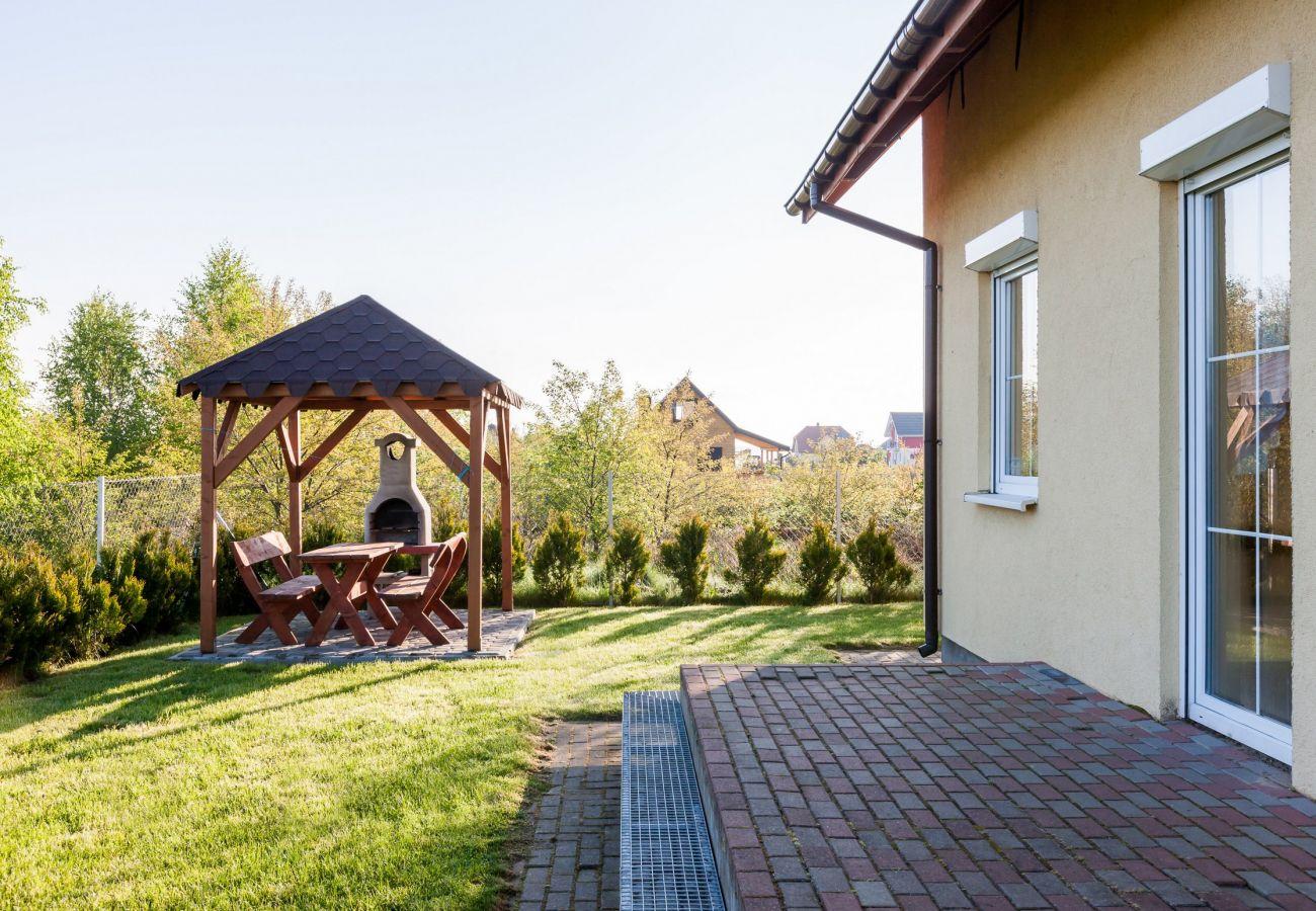 na zewnątrz, ogród, grill, stół, stół ogrodowy
