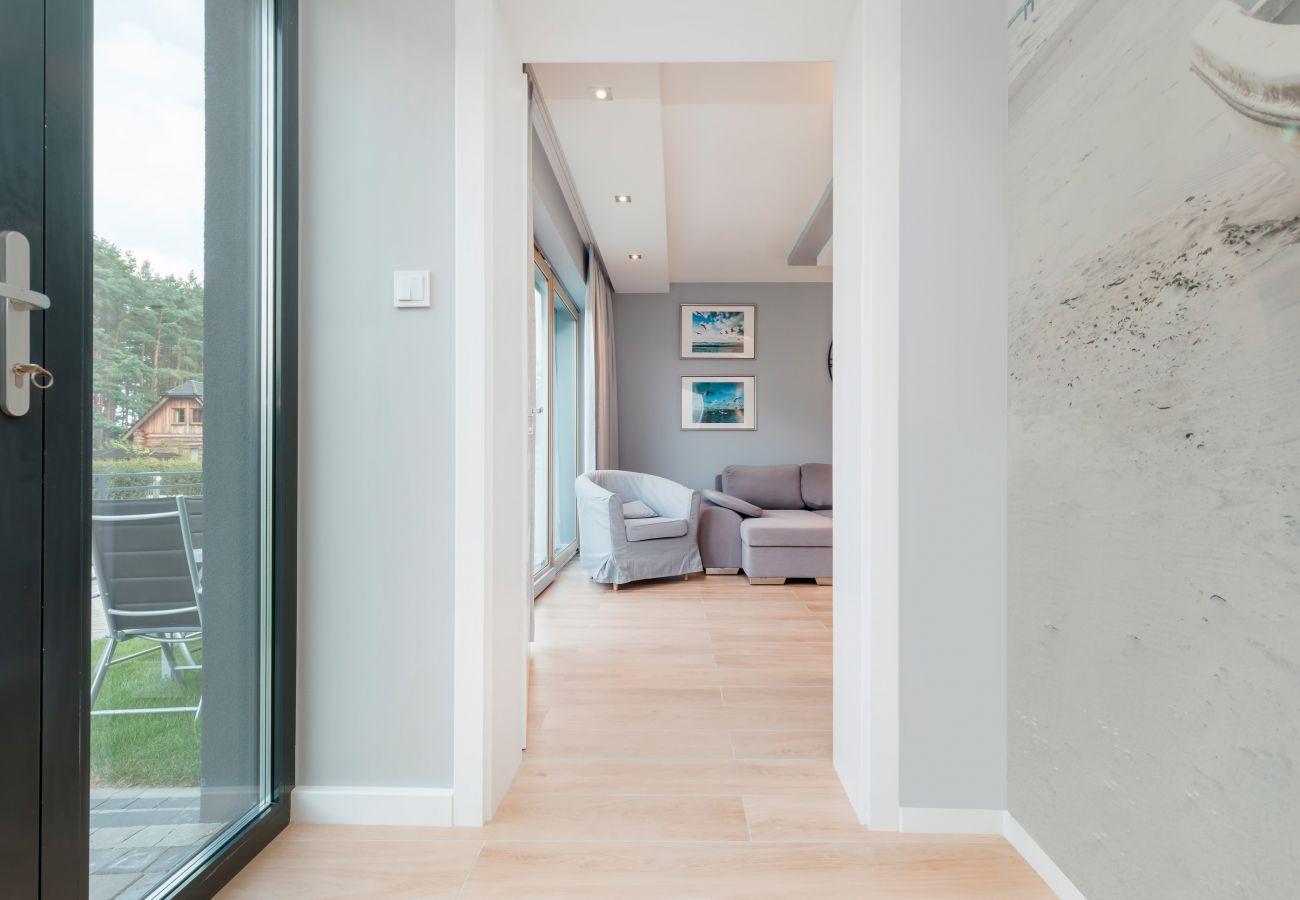 wnętrze, szklane drzwi, sofa, fotel, krzesło ogrodowe