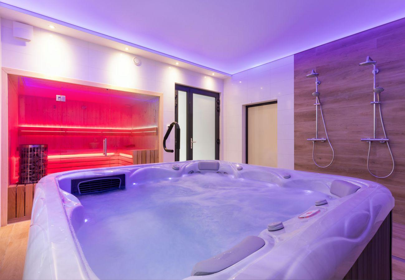wnętrze, jacuzzi, sauna, prysznice, wynajem