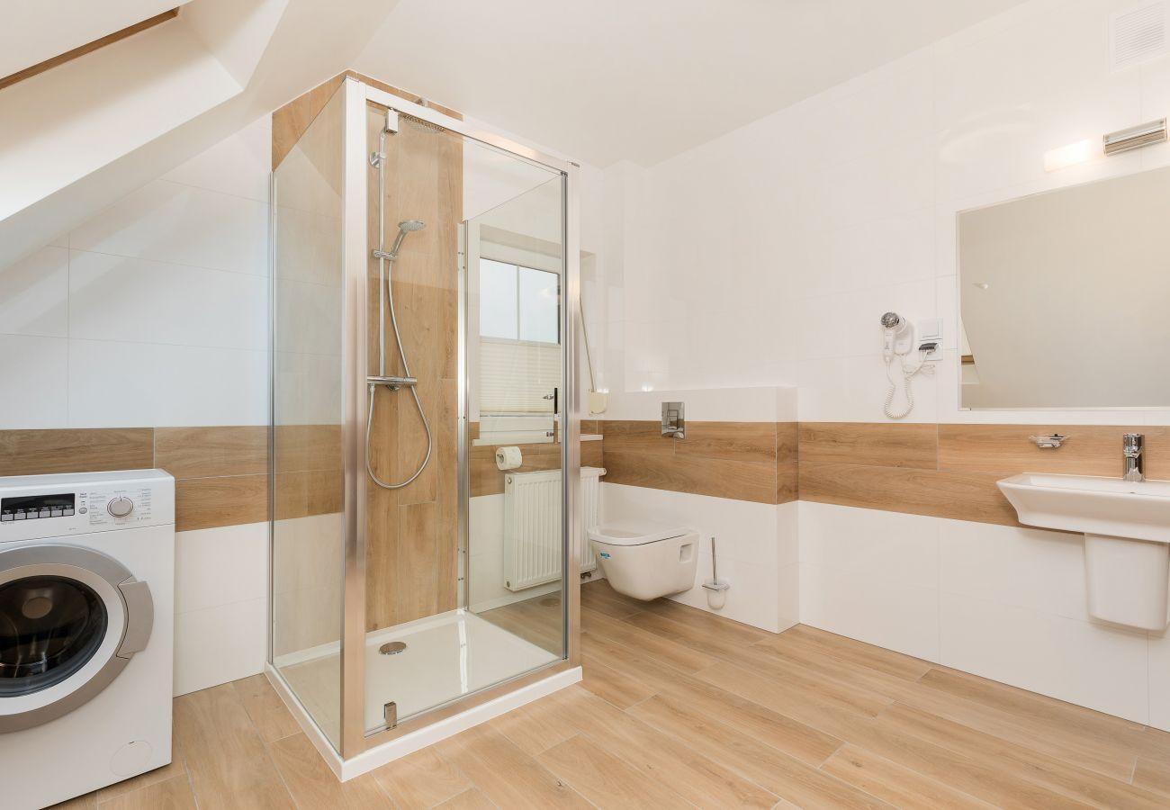 łazienka, umywalka, prysznic, toaleta, pralka, lustro, wynajem