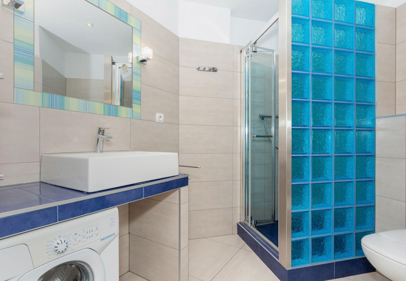 łazienka, prysznic, umywalka, toaleta, pralka, lustro, wynajem