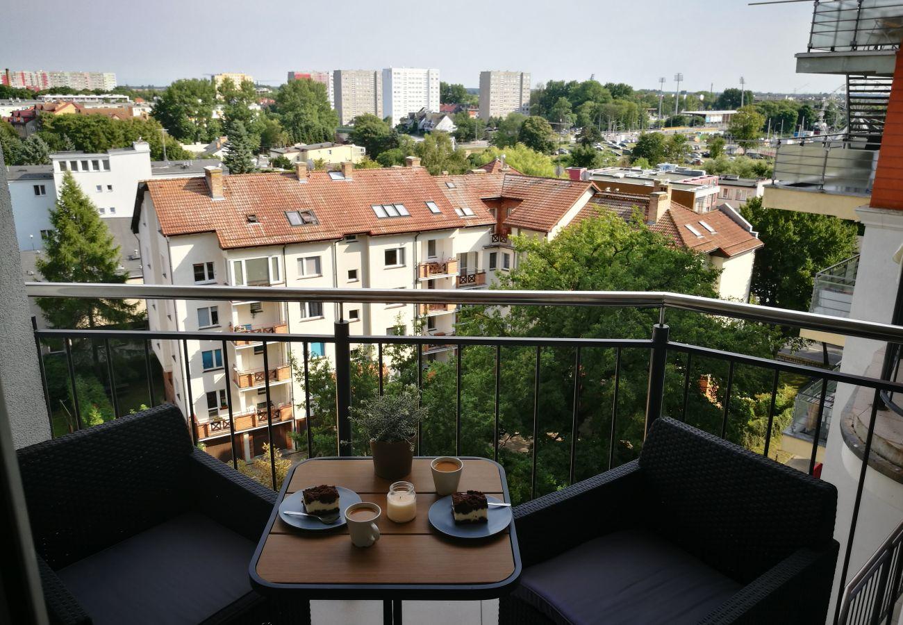balkon, krzesła, stół, na zewnątrz, widok na zewnątrz, widok na miasto, poręcz, wynajem