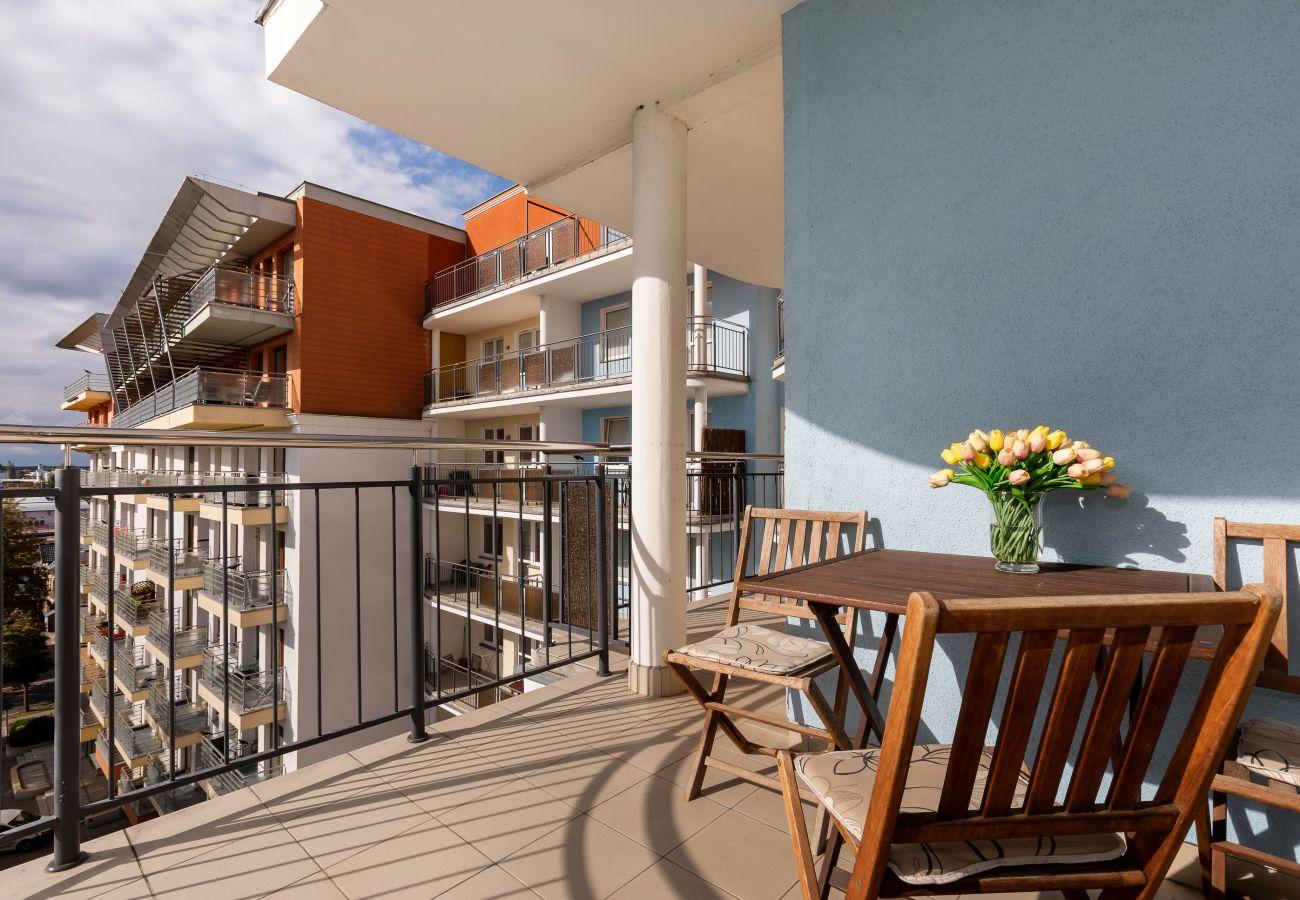 balkon, krzesła, stół, na zewnątrz, widok na zewnątrz, wynajem